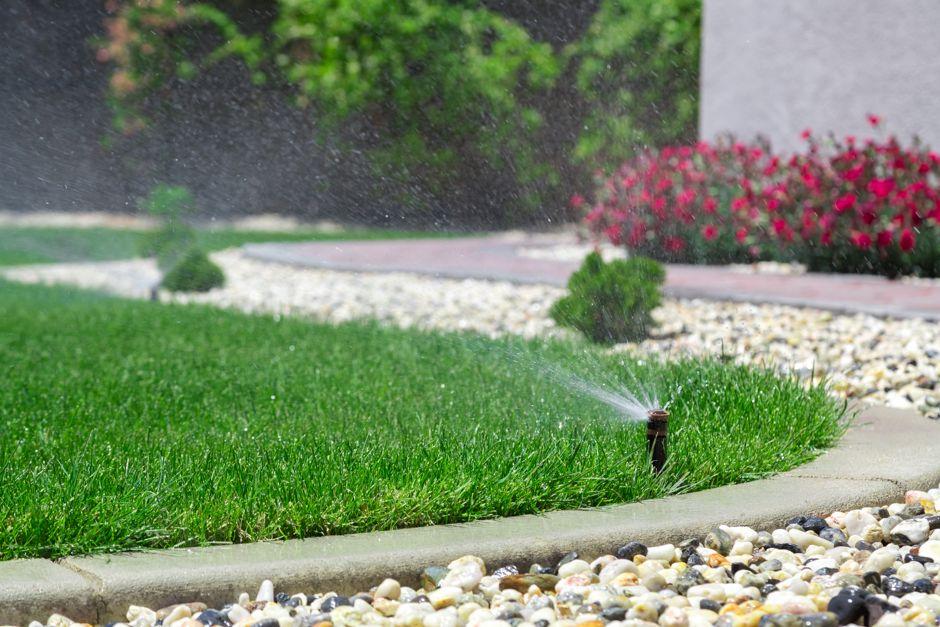 Versenkregner zur Rasenbewässerung Foto: topseller / shutterstock.com