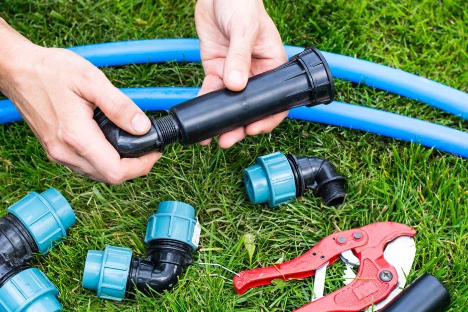 Montage der Gartenwässerung Foto: ArtCookStudio / shutterstock.com