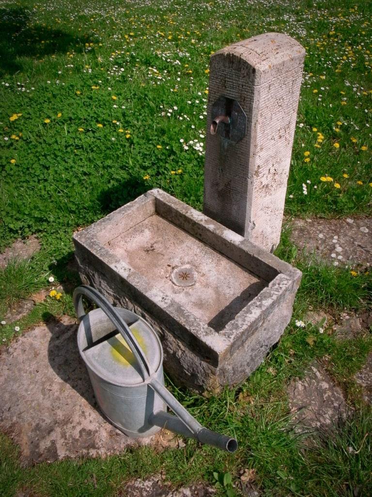 Wasserzapfsäule aus Beton
